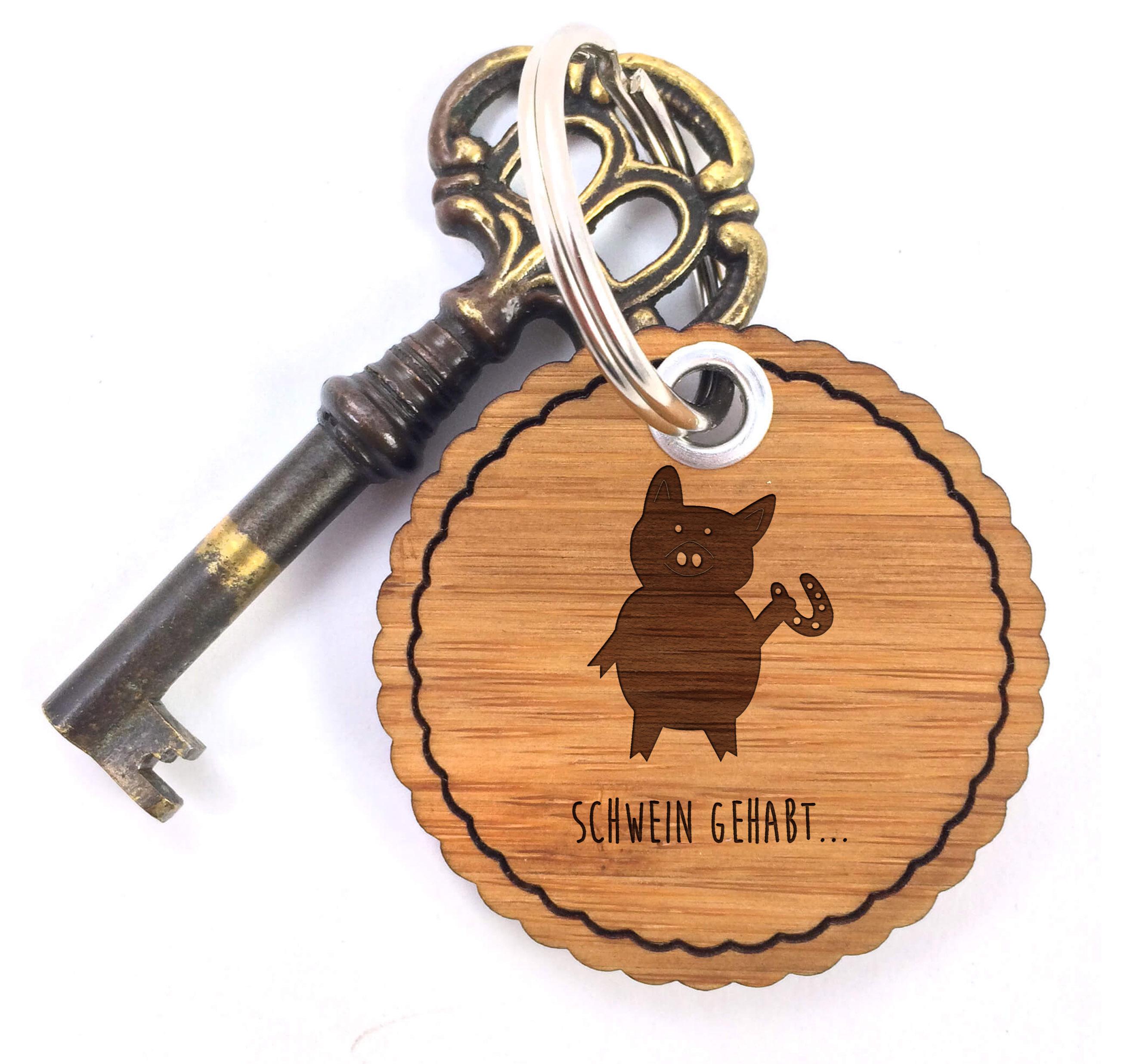 Rundwelle Schlüsselanhänger Schwein mit Hufeisen aus Bambus