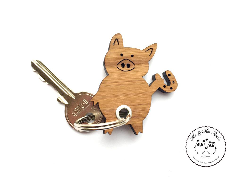 Schlüsselanhänger Schwein mit Hufeisen aus Bambus